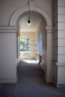 wollongong court house archway